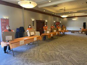 United Way Southern Interior BC distribue des équipements de protection individuelle aux organismes et aux personnes vulnérables dès le début de la pandémie.